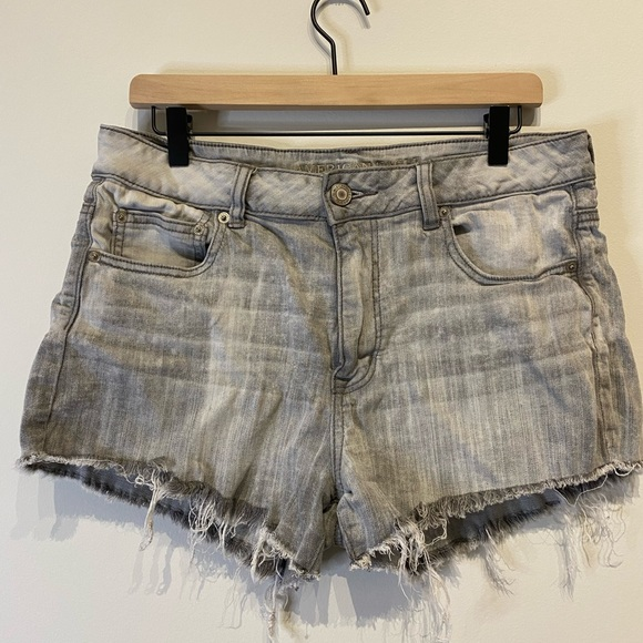 American Eagle Gray Distressed Shorts Size 12